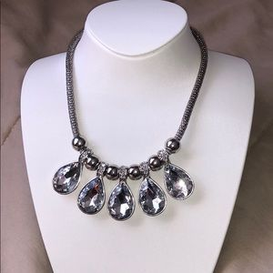 Jewelry - Silver and clear crystal collar